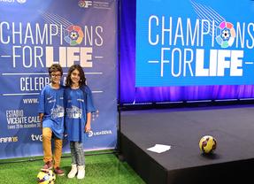 El fútbol oficial se hace solidario en Navidad: grandes estrellas protagonizan el II partido 'Champions for Life'