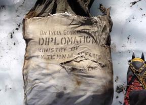 46 años después, termina el accidentado viaje de una valija diplomática