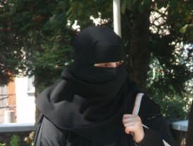 La prohibición del burka en espacios municipales de Lleida entrará en vigor el 9 de diciembre