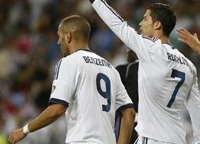 Un gol de Benzema adelanta al Madrid en Vallecas