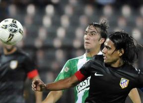 El Atlético también sufre en la pretemporada, pero el 'Tigre' Falcao le redime ante el Medellín (1-2)