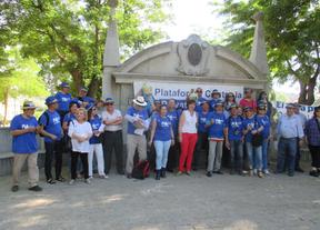 La Plataforma contra la privatización del agua de Alcázar entrega los resultados de la consulta popular en las Cortes Regionales