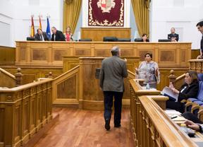 El diputado Santiago Moreno discute con la vicepresidenta de las Cortes