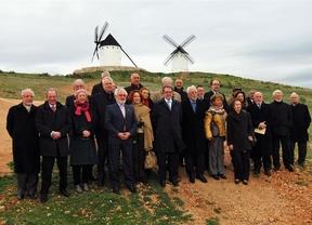 Los académicos de la RAE rinden homenaje a Cervantes junto a los