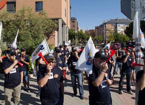 Vuvuzelas policiales para Botella y Cifuentes