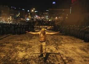 Al final, la fuerza: decenas de heridos en Kiev para disolver la revolución popular ucraniana contra el régimen