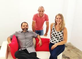 Arturo, Cristina y José, convierten las tareas del hogar en un juego para niños