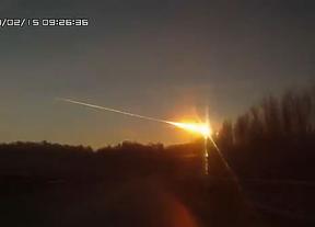 La inesperada lluvia de meteoritos provoca cerca de 1.000 heridos en los Urales: esta tarde llega el asteroide