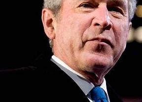 Operan a George W. Bush del corazón