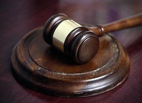 Un juez se condena al pago de una multa tras sonarle el móvil en pleno juicio