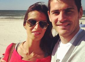 Casillas y Carbonero aprovechan el día de descanso de La Roja para disfrutar de un romántico día de playa