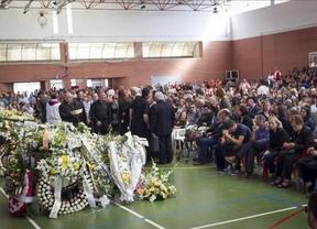 Emotiva despedida a los jóvenes fallecidos en el accidente del minibús