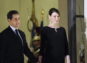 Carla Bruni 'mamá' reaparece en público con Sarkozy para apoyarle en su reelección