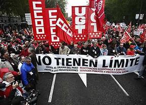 Miles de personas piden un cambio en la política económica el Día del Trabajo