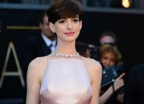 Anne Hathaway y sus pezones, polémica de los Oscar y la alfombra roja