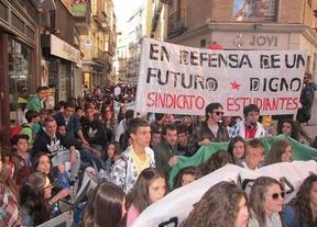 Cientos de estudiantes se manifiestan contra los