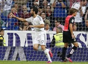 El Madrid no se despista y hasta Arbeloa marca: gana fácil al Almería y sigue acechando al Barça (3-0)