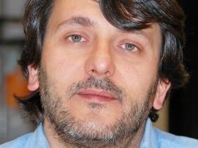 El portavoz de IU en Las Rozas celebra con cava la enfermedad de Fraga