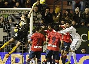 El Madrid sin Cristiano no es nadie: ya tropieza hasta con el colista en Pamplona (0-0)