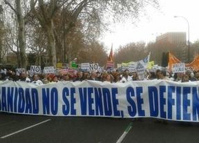 La 'Marea Blanca' vuelve a congregar a miles de personas en defensa de la Sanidad pública madrileña