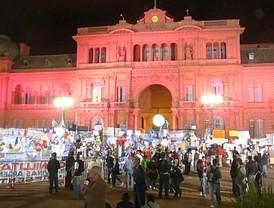 Una multitud se acercó a la Plaza de Mayo para homenajear a Néstor y apoyar a Cristina