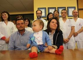 El bebé operado en el Mancha Centro, mientras seguía unido al cordón umbilical, en perfecto estado
