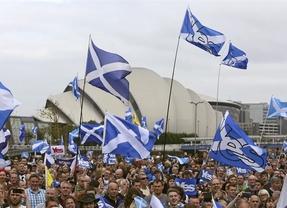 Los partidos promotores de la consulta soberanista viajan a Escocia para asistir al referéndum