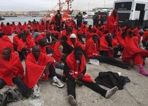 Oleada récord de pateras en el Estrecho: más de un millar de inmigrantes rescatados en las últimas horas