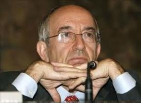 Fernández Ordóñez tira la toalla en plena crisis de Bankia: adelanta un mes su salida del Banco de España