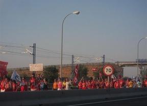 Cientos de trabajadores de Teletech protagonizan una marcha por el empleo