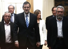 Rajoy emprende su primera medida social en mucho tiempo para parar la sangría de votos: renta para parados de larga duración