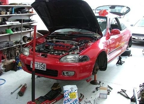La actividad de los talleres de reparación de vehículos cae un 1,8% en 2014