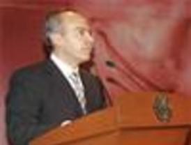 Felipe Calderón promete fortalecer el programa de vivienda