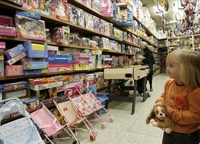 Guardar y dosificar juguetes durante el año, solución para los niños que reciben demasiados regalos en Reyes