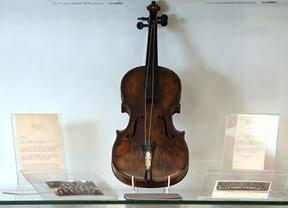 El violín del director de orquesta del Titanic... ¡a subasta!