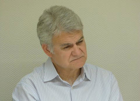 Gil llama 'incompetente' y mentiroso a Leandro Esteban por la gestión del caso de los interinos despedidos