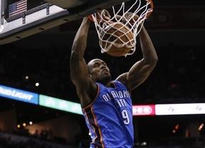 Ibaka y 'sus' Thunder ya son líderes de la Conferencia Oeste de la NBA tras ganar a San Antonio (105-111)