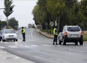 Decenas de personas se concentran en Albacete por los hechos de El Salobral