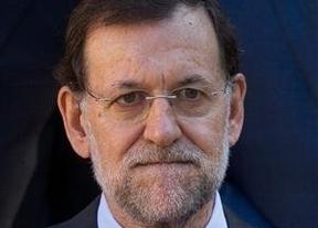 Rajoy, solo, desaparecido y acosado, resiste desde la sombra a todas las terribles críticas