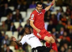 Duelo a muerte futbolera y copera en el Pizjuán: el Valencia defiende su ventaja mínima ante el Sevilla