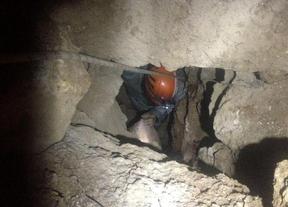 Los equipos de rescate marroquíes llegan al acantilado donde se encuentran los espeleólogos españoles