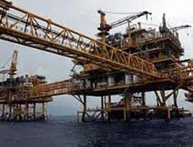 Banqueros advierten riesgos por alza en petróleo