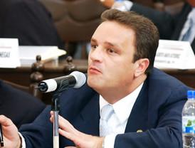 Espino emite comentarios contra el gobierno de Hugo Chávez