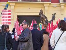 Siguen las movilizaciones sindicales: Un centenar de personas protestan contra los recortes en la Consejería de Cultura