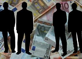 Los sueldos de 100 banqueros españoles superan el millón al año y su remuneración media sólo es superada por los de Chipre