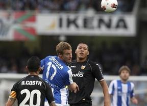 La Real apuntilla al Valencia en un partido intrascendente y de guante blanco en Anoeta (1-0)