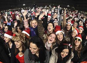 Miles de jóvenes se tomaron las uvas en Salamanca para celebrar la Nochevieja Universitaria