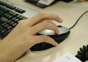 Los videojuegos mejoran la atención de las personas mayores, según un estudio de la UNED