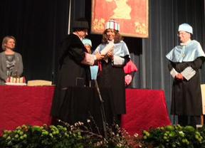 Ceremonia de entrega del título a María del Mar Bonet