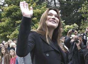 Carla Bruni da a luz al hijo de Sarkozy, es una niña... pero el presidente francés está con Merkel
